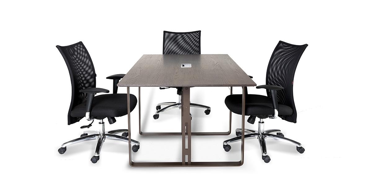 میز کنفرانس دنا در دو نوع چهار نفره و شش نفره میباشد. این محصول دارای قاب عبور سیم میباشد.