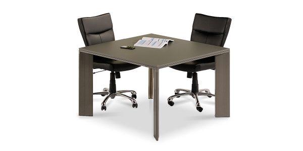 میز کنفرانس 4 نفره لاوان از جنس MDF با ضخامت 16 میلیمتر با روکش soft touch ساخته شده است.